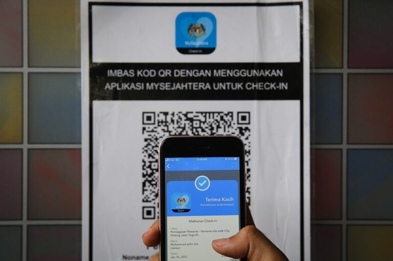Johor RTD lists laziness to scan MySejahtera as most common offence by workers during commute